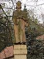 Lhotka u Mělníka - Husův pomník na návsi (2).jpg