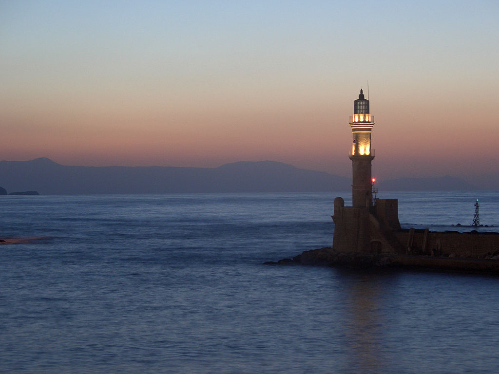 File Lighthouse At Night Chania Jpg Wikimedia Commons