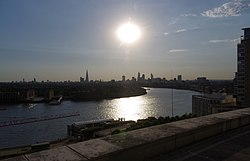 London MMB «N5 River Thames.jpg