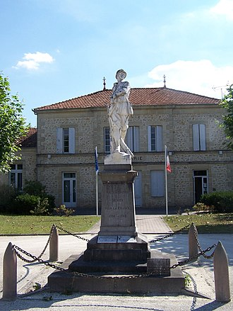 Louchats - World War I memorial and town hall