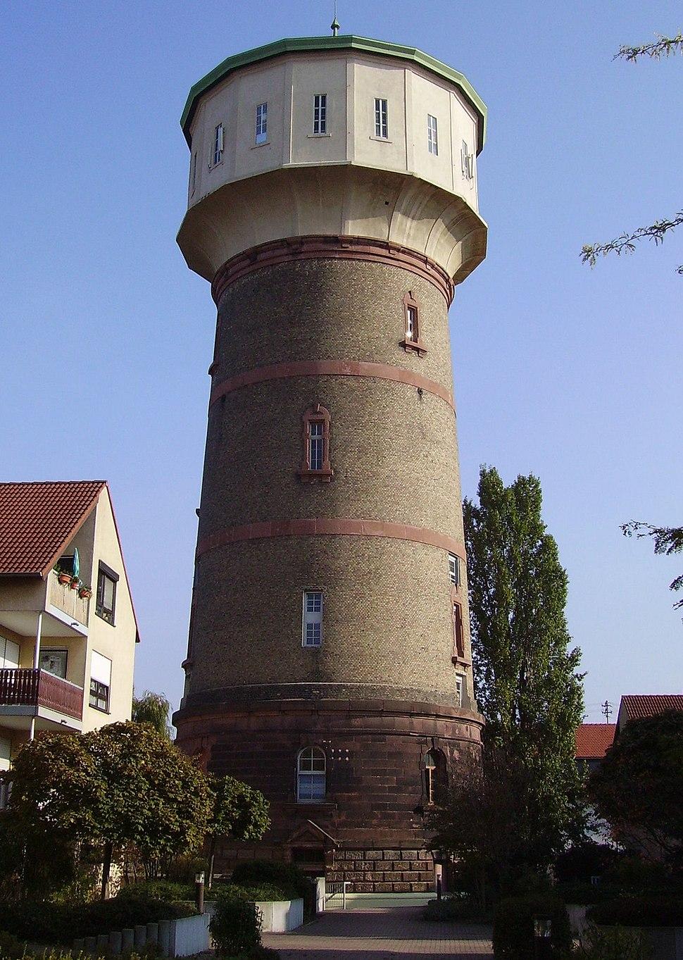 Ludwigshafen-Edigheim Wasserturm Norden.jpg