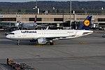 Lufthansa Airbus A320-214 D-AIZW (22654397612).jpg