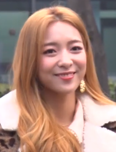 Luna going to a Music Bank recording on January 10, 2019 (2).png