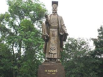 Lý Thái Tổ - Statue of Lý Thái Tổ beside the Hoàn Kiếm Lake in Hanoi