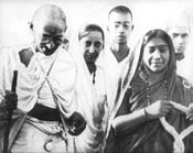 Mahatma Gandhi (left) and Sarojini Naidu (right)