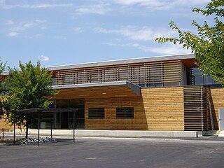 Fichier maison des arts martiaux tarbes 65 jpg wikip dia for Architecte tarbes