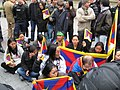 Manifestants tibétains maintenus à l'écart 02.jpg