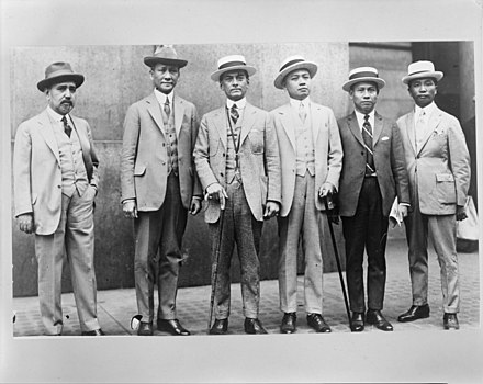 Senate President Quezon (third from left) with representatives from the Philippine Independence Mission in 1924 Manuel Luis Quezon, (center), with representatives from the Philippine Independence Mission.jpg