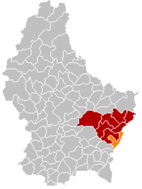 Map of Luxembourg with Wormeldange highlighted in orange, the district in dark grey, and the canton in dark red