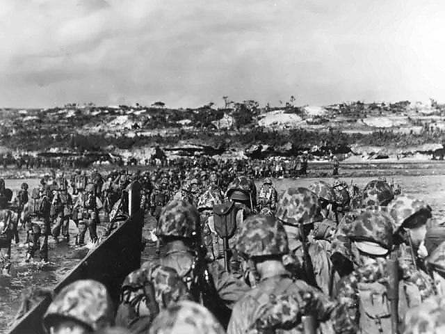 Marines land on Okinawa shores