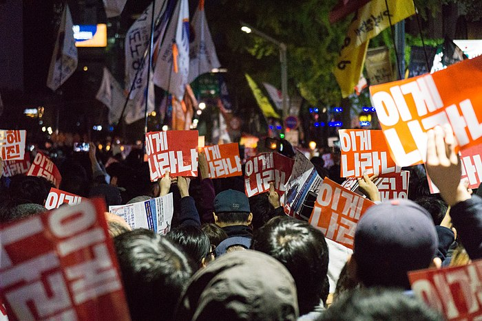 Mass protest in Cheonggye Plaza 05.jpg