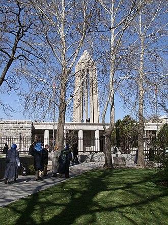 Avicenna Mausoleum - Image: Mausoleum von Avicenna
