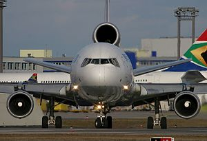 McDonnell Douglas MD-11, World Airways AN0507677.jpg