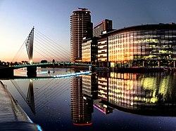 Media City gangbro og BBC-kontorer (geograf 2685261) .jpg