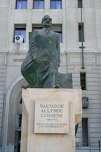 Memorial DDHH Chile 63 escultura a Salvador Allende.jpg