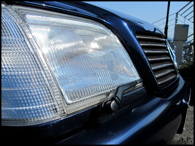 File:Mercedes-Benz 320 SL (R129) Headlight Wipers (4802633639).jpg