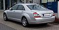Mercedes-Benz S-Klasse (W 221) – Heckansicht, 3. März 2012, Mettmann.jpg