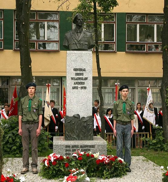 Plik:Mińsk Mazowiecki - Anders monument.jpg