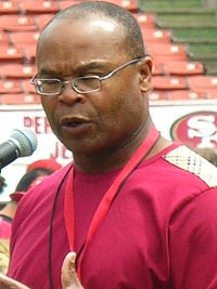 Mike Singletary at 49ers Family Day 2009 2.JPG