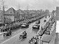 Militair defile op Koninginnedag te Enschede, Bestanddeelnr 907-7292.jpg