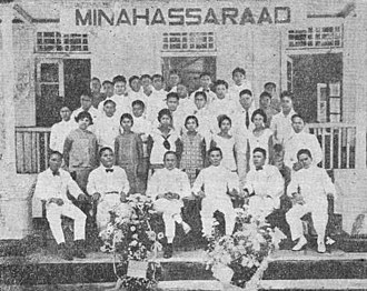 Sam Ratulangi - Ratulangi with others in front of the Minahasa Raad building