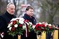 Ministru prezidents Valdis Dombrovskis piedalās ziedu nolikšanas ceremonijā pie Brīvības pieminekļa (8194929357).jpg