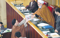 Mohammad Khatami submitting budget bill to the parliament - December 23, 2003.png