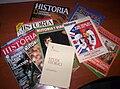 Montón de revistas de historia.JPG