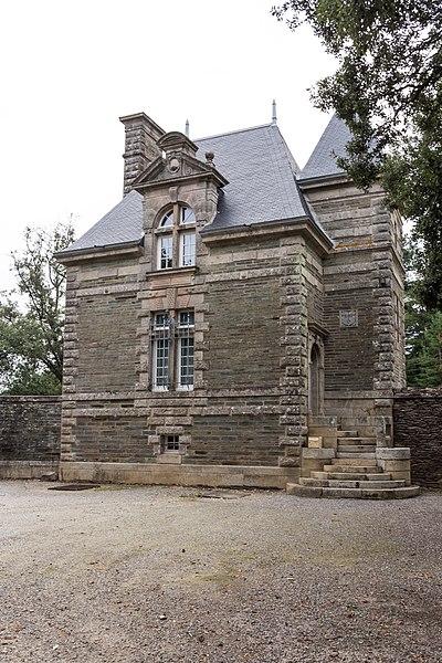 Château de la Grée de Callac: la porterie.