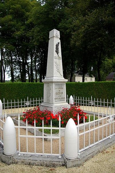 Monument aux morts de Gizeux. 1914-1918 G. Avril C. Baudry     Cal M. Bonneau R. Chicoteau E. Chicoteau E. Cosnard J. Dauphin V. Delacroix R. Delaunay J. Delugre J. Denise C. Duault L. Gagnard  C. Gouas