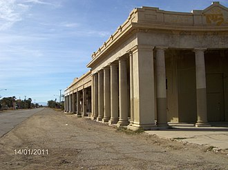 Niland, California - Abandoned commercial building in Niland