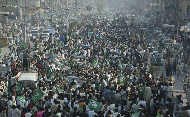 Nawaz-Sharif-Long-March-on-Ferozpur-Road-lahore-on-March-15-2009.jpg