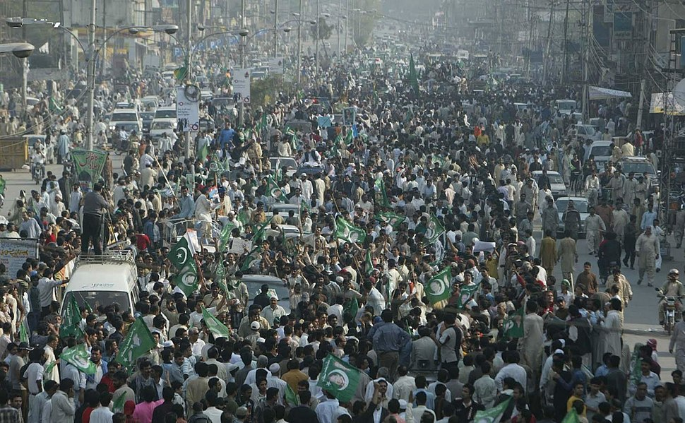 Nawaz-Sharif-Long-March-on-Ferozpur-Road-lahore-on-March-15-2009.jpg