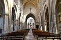Nef de l'église Sainte-Trinité de Falaise (1).jpg