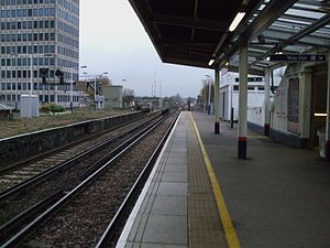 New Malden railway station - Image: New Malden stn northbound look south to junction