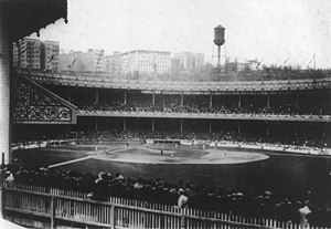 Polo Grounds während der World Series 1913 zwischen den New York Giants und den Philadelphia Athletics