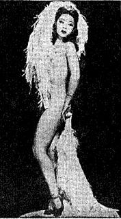 Noel Toy American burlesque performer