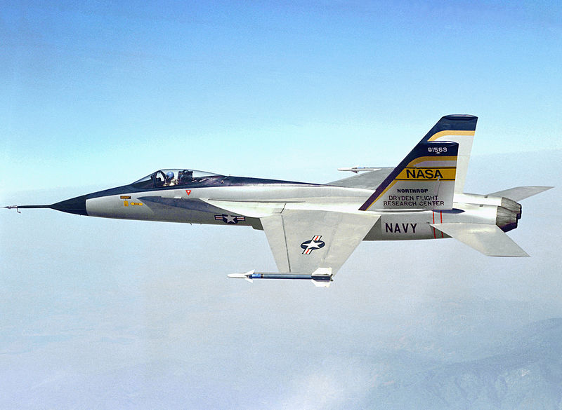 安かったはずなのに、のF-18。じゃないや、YF-17。