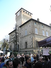 November Porc 2015, gente, bancarelle e Rocca dei Terzi (Sissa, Sissa Trecasali) 02.JPG