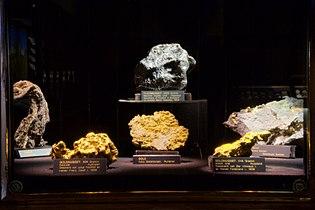 Nuggets im naturhistorischen Museum Wien.jpg