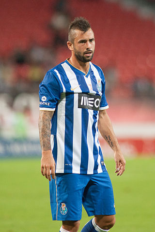 320px-OM_-_FC_Porto_-_Valais_Cup_2013_-_Steven_Defour.jpg