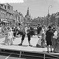 Optreden op iedere donderdag van de Bolswarder Skotsploeg voor toeristen te Bols, Bestanddeelnr 910-4695.jpg