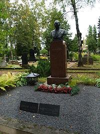 Oskar Lutsu (1887-1953) haud.JPG