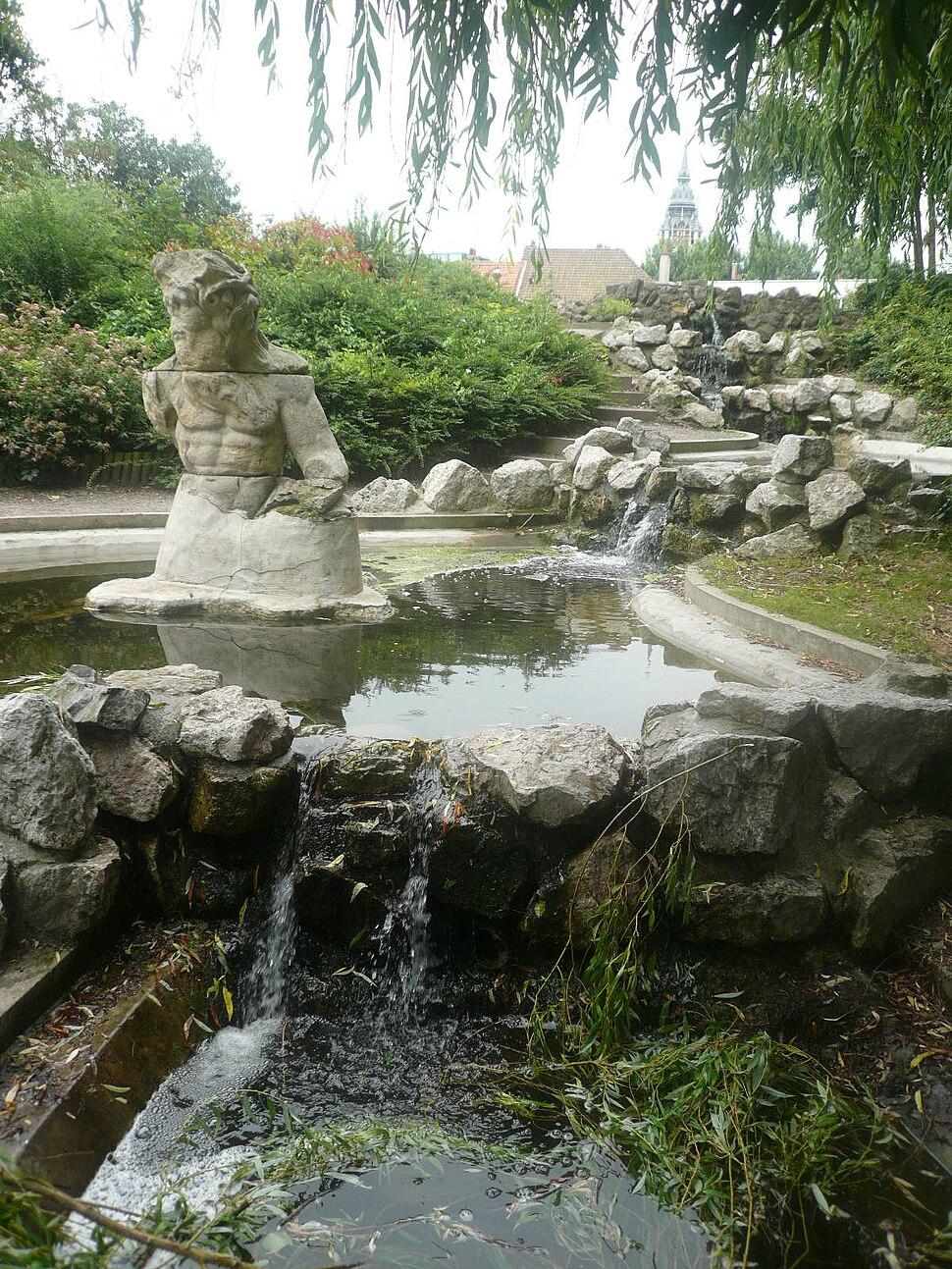 P1040471 fontaine parc Richelieu Calais