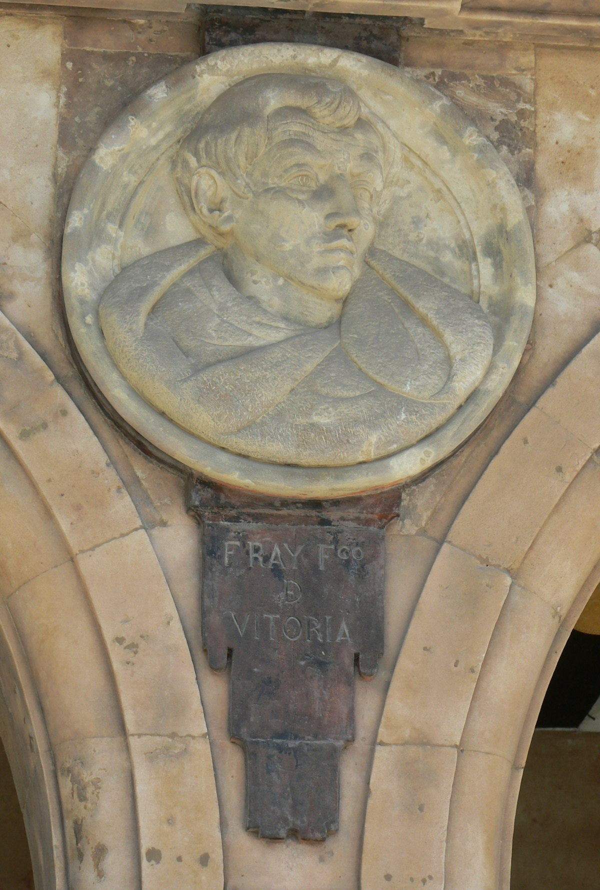 Pabellón Petrineros medallón 04 Francisco de Vitoria.JPG