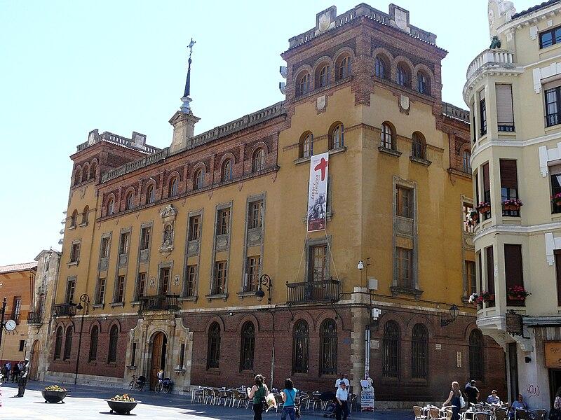 File:Palacio Episcopal, León.jpg