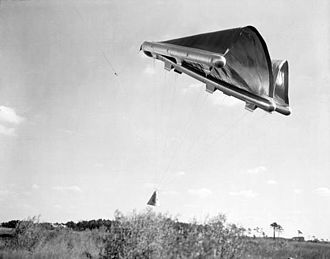 Francis Rogallo - Self-inflating Rogallo's flexible wing (parawing).