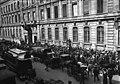 Paris, crise monétaire 1914, foule devant la Banque de France (1).jpg
