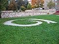 Park Hadovka, dlážděné logo.jpg