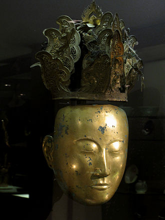 Female funerary mask and crown from the Liao dynasty Parure funeraire feminine. Liao (907 - 1125). Musee Cernuschi.jpg